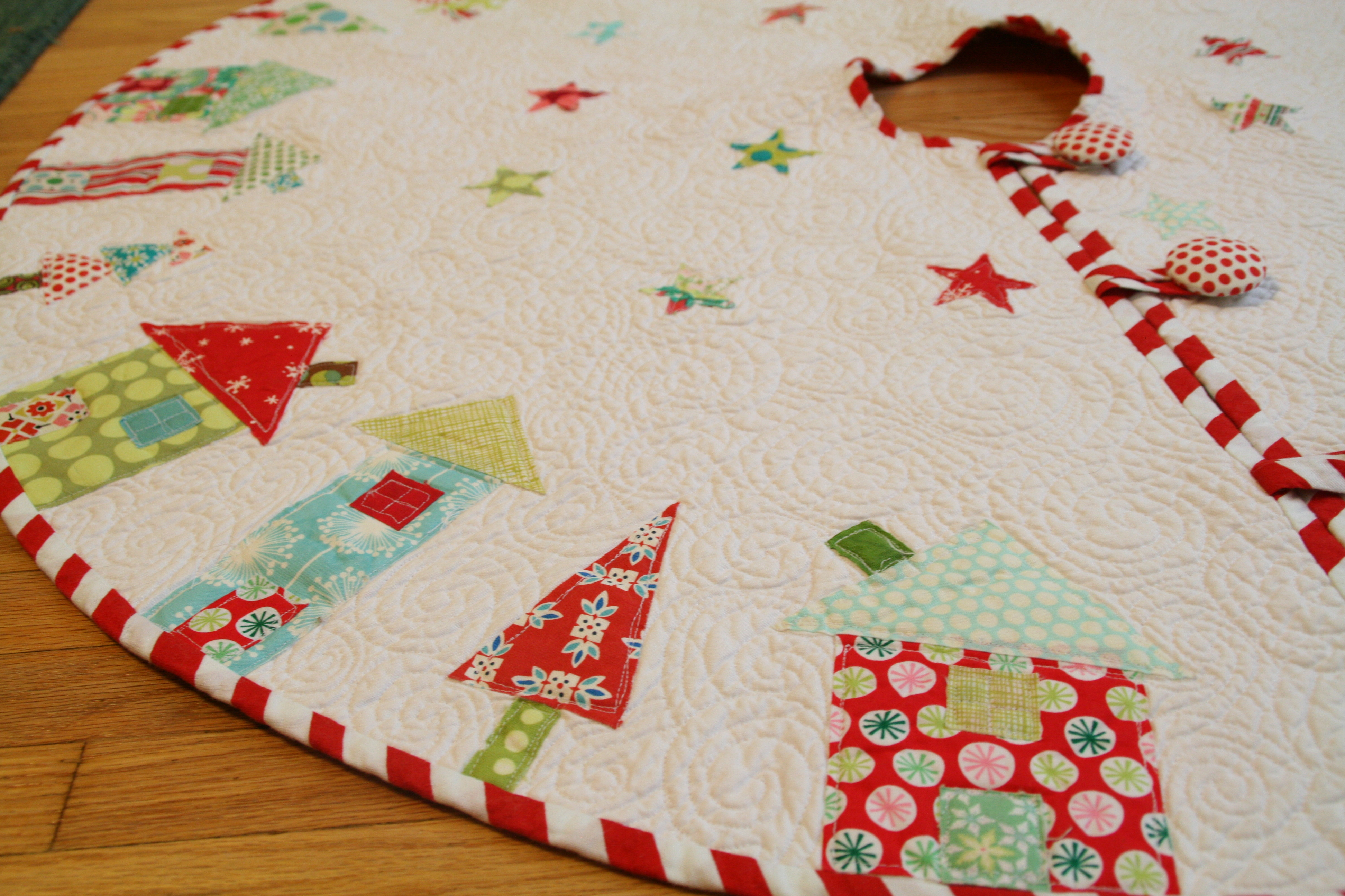 Button Up Christmas Tree Skirt Pattern